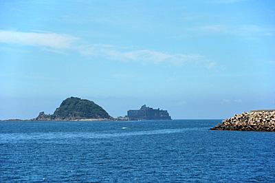 海上から見た軍艦島02