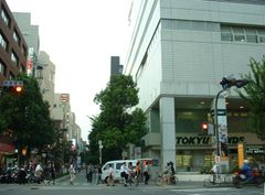 江坂http://ja.wikipedia.org/wiki/%E7%94%BB%E5%83%8F:Esaka_Suita.jpg