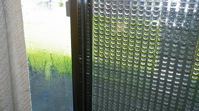 窓ガラスの結露スゴイのは
