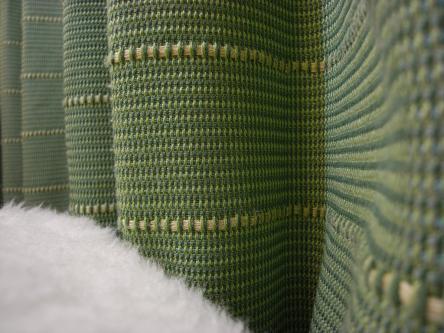 リリカラのカーテン、羊の敷き毛布・・・