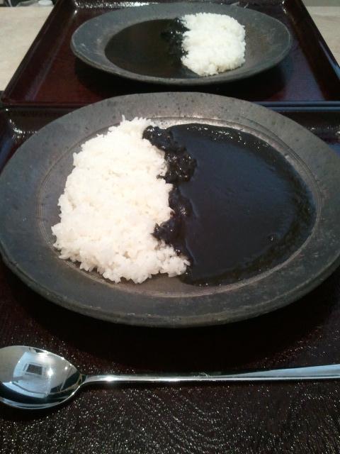 二日目お昼ご飯 黒カレー超ビーフ