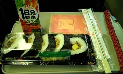 初日朝ごはんは駅で買ったお弁当