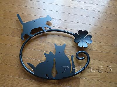 猫3匹+クローバー妻飾り