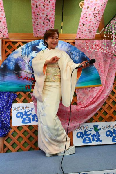 54 第02回元気わくわくみのり~や のど自慢カラオケ 葵かを里新曲「桂川」 発表コンサート