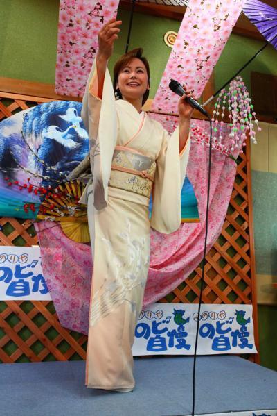 53 第02回元気わくわくみのり~や のど自慢カラオケ 葵かを里新曲「桂川」 発表コンサート