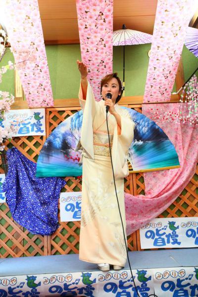 51 第02回元気わくわくみのり~や のど自慢カラオケ 葵かを里新曲「桂川」 発表コンサート