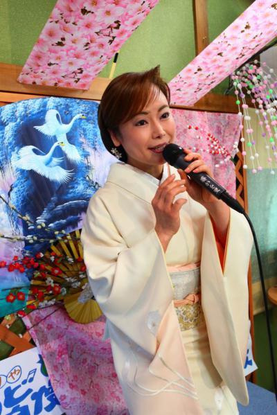 52 第02回元気わくわくみのり~や のど自慢カラオケ 葵かを里新曲「桂川」 発表コンサート