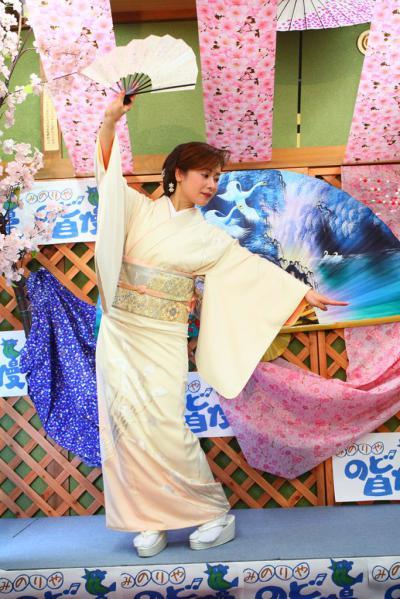 60 第02回元気わくわくみのり~や のど自慢カラオケ 葵かを里新曲「桂川」 発表コンサート