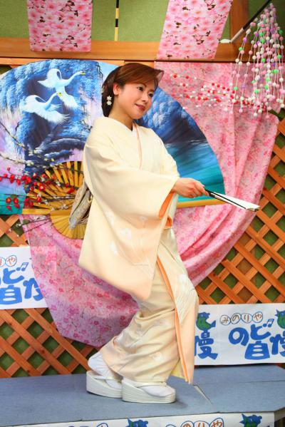 58 第02回元気わくわくみのり~や のど自慢カラオケ 葵かを里新曲「桂川」 発表コンサート
