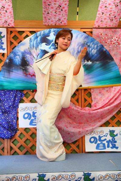 68 第02回元気わくわくみのり~や のど自慢カラオケ 葵かを里新曲「桂川」 発表コンサート