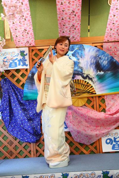 64 第02回元気わくわくみのり~や のど自慢カラオケ 葵かを里新曲「桂川」 発表コンサート