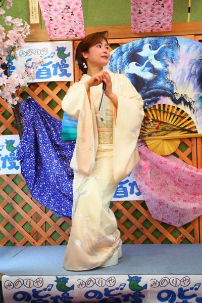70 第02回元気わくわくみのり~や のど自慢カラオケ 葵かを里新曲「桂川」 発表コンサート