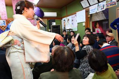 80 第02回元気わくわくみのり~や のど自慢カラオケ 葵かを里新曲「桂川」 発表コンサート