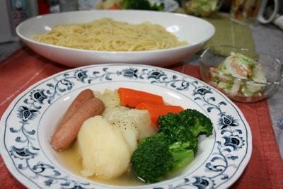 091106ポトフ、セロリと白菜と柿のマヨサラダ、パスタ