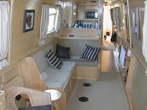 購入を検討したボートハウスにオーブが by MonkeyBoy69