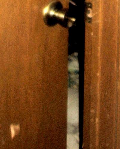 家に憑いた子供の幽霊 by cupcakes2