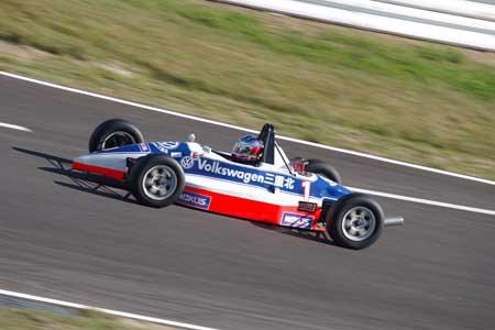 FJ1600決勝 序盤トップを快走する#1吉田選手