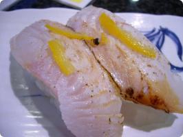 魚がし鮨 流れ鮨 炙りヒラメ