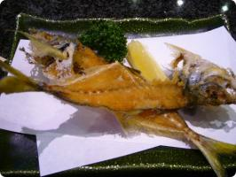 魚がし鮨 流れ鮨 鯵骨せんべい1