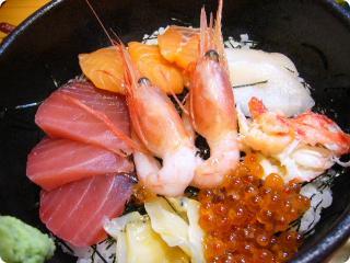 大地の恵み 海鮮丼アップ