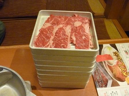 肉はみんなに任せた