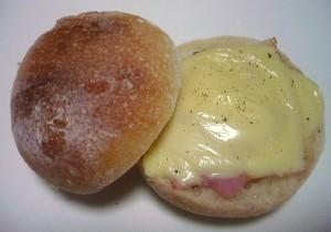 まるパン (ベーコンチーズサンド)