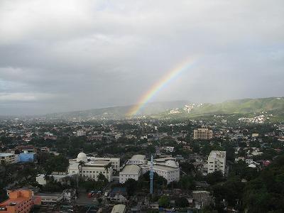 セブ州庁舎にかかる虹(2008年3月8日)