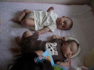 赤ちゃん2人+子供1人