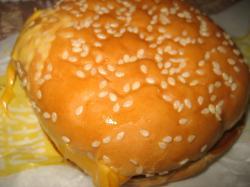 今シーズン初のチーズ月見バーガー