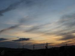 西の空がオレンジ色に