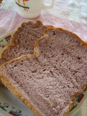ふんわり紫芋食パン