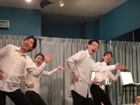 ウシトラの踊ってる写真