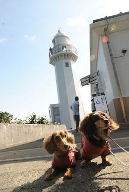 灯台と記念撮影