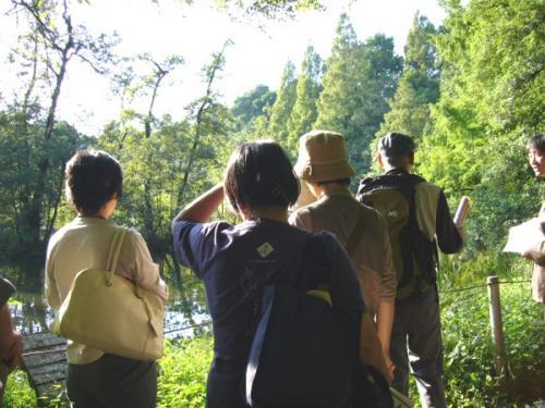 水みち探訪-野島の説明を聞く