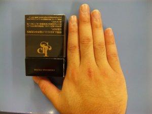 コムタローの指は短いのです。