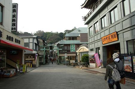 110115-07entorance of enoshima
