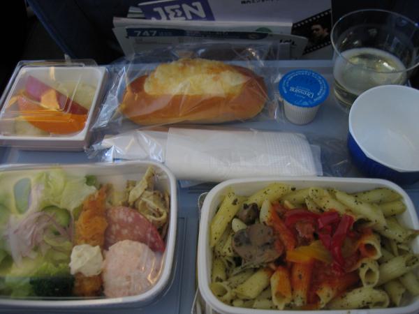 グアムの行き 機内食