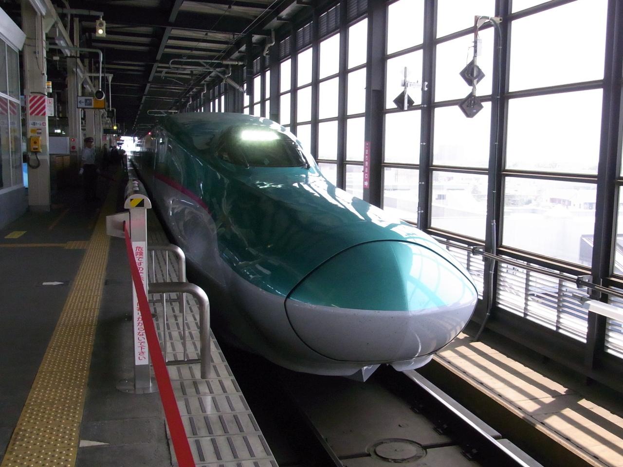 """盛岡駅に到着した""""はやぶさ501号"""""""