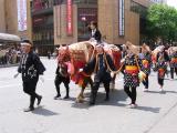 華やかな装束の「馬コ」