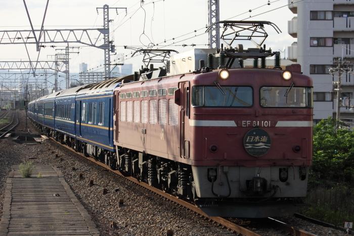 EF81-101けん引の日本海