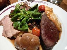 私のメイン料理・肉の盛り合わせ・