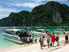 ピピ島ダイビング スピードボート