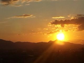三輪山から夕陽を眺める