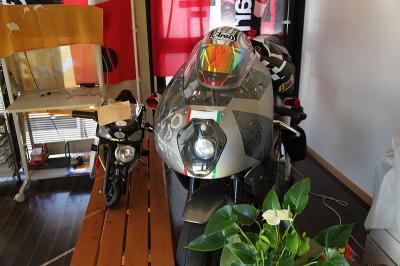 シルクロード店内に合ったバイク(アプリリア)
