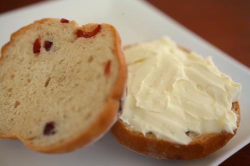 クランベリー胚芽パン1