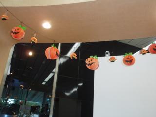 レジ上にはかぼちゃとボム