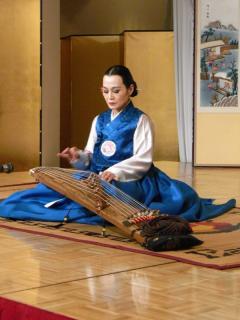 金順子 伝統楽器 伽倻琴演奏