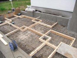 ガーデン施工中