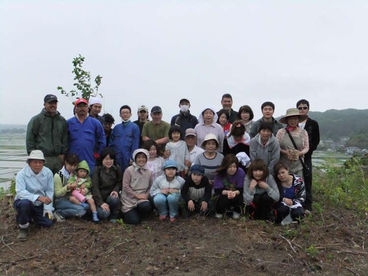 植樹後の記念写真