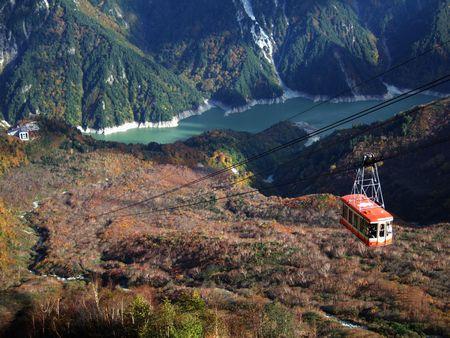 大観峰駅から観た立山ロープウェイと黒部湖